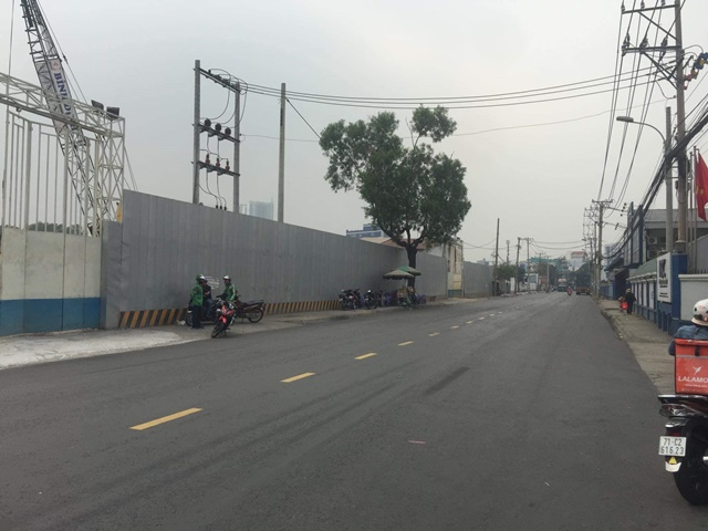 Cổng chính dự án Asiana Riverside đã được rào chắn, đảm bảo thi công